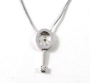 Ovalic pendulum pendant with diamond solitaire setting