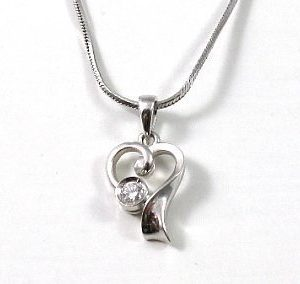 Stylish heart diamond setting pendant