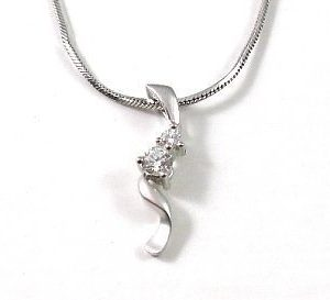 Stylish diamonds setting pendant