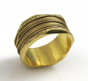 Wrapped wire with a coarse frame, wedding band