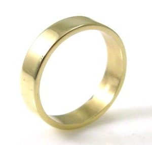 4.5mm wide, smooth texture, wedding band
