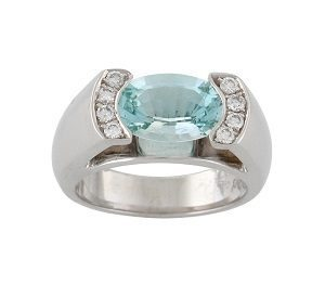 Aquamarine & diamonds ring model Alberta