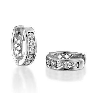 Diamonds Huggie earrings model Trixie