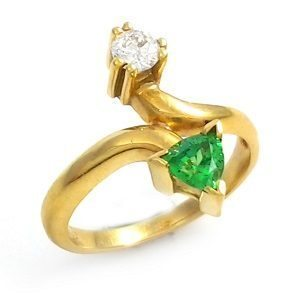 Green Garnet & diamond ring model Noa