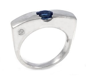 Blue Sapphire and diamond ring model Or