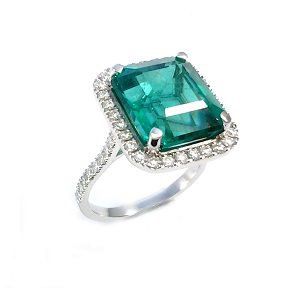 Emerald and diamonds ring model Emma